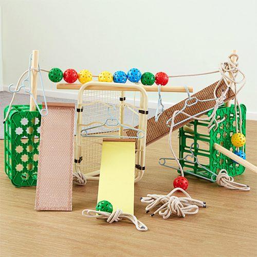 EY10768 Kolekcija dijelova i igračaka za aktivnost